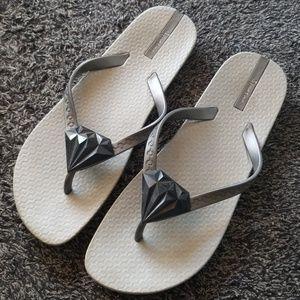 d2f33ea2bbae7e Ipanema Shoes - Ipanema Neo Bling Diamond Silver Flip Flops 10